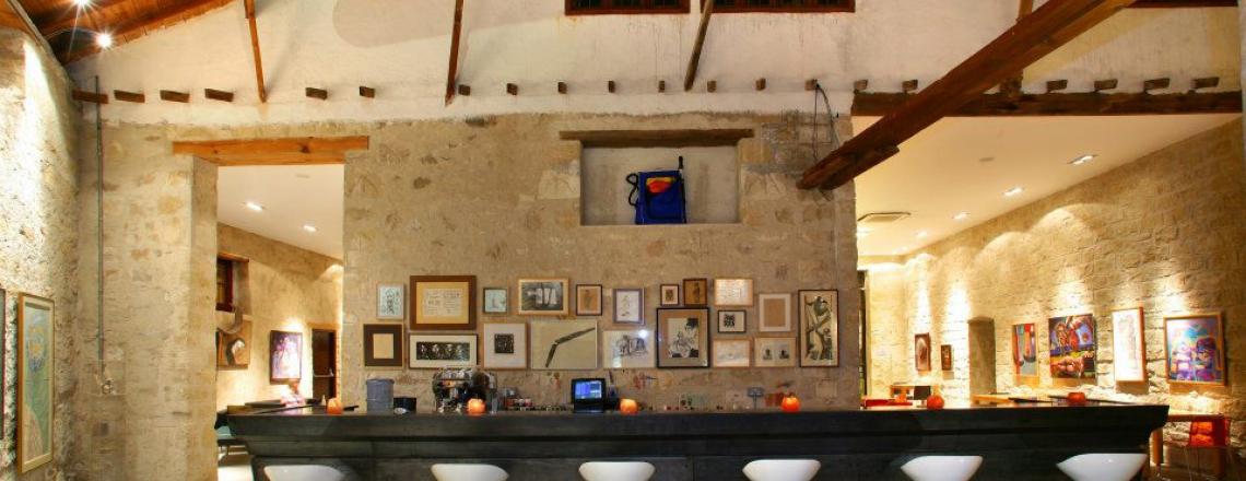 Apothiki79, бар и картинная галерея «Апотикес79» в Ларнаке