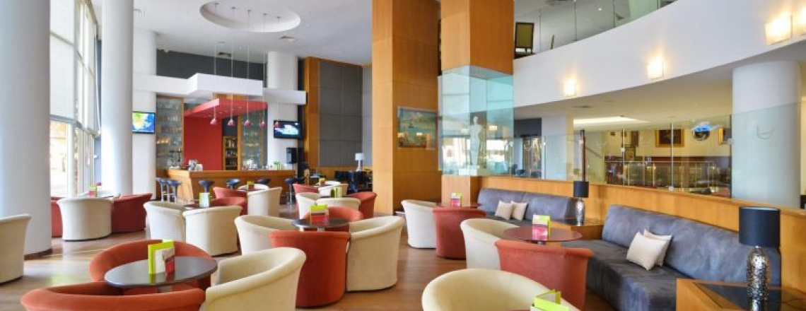 Бар Cocktail Lounge Bar в Ларнаке