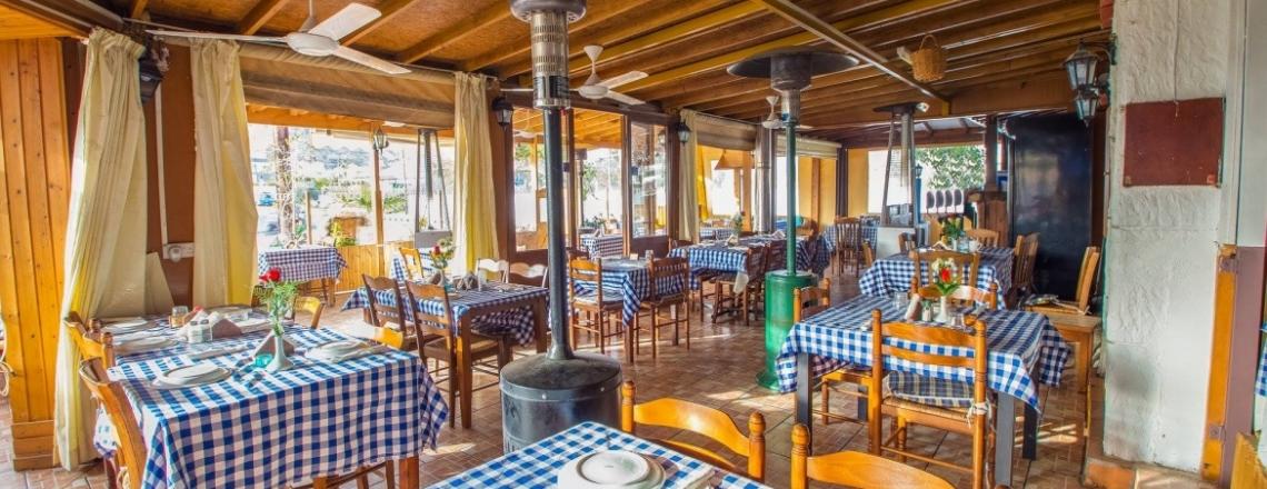 Corfu Tavern Oroklini, кипрская таверна Corfu Tavern в пригороде Ларнаки