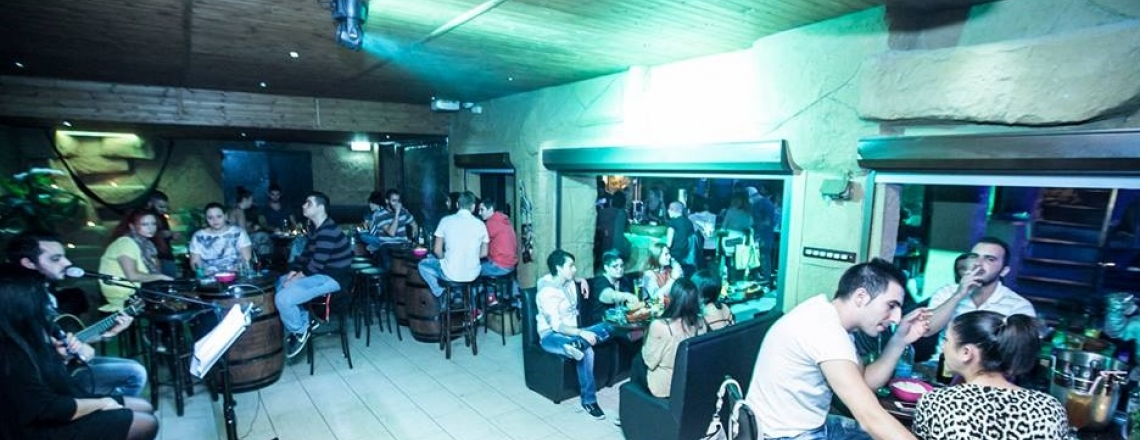 Jungle Gardens Cocktail Music Bar, бар Jungle Gardens в Ларнаке