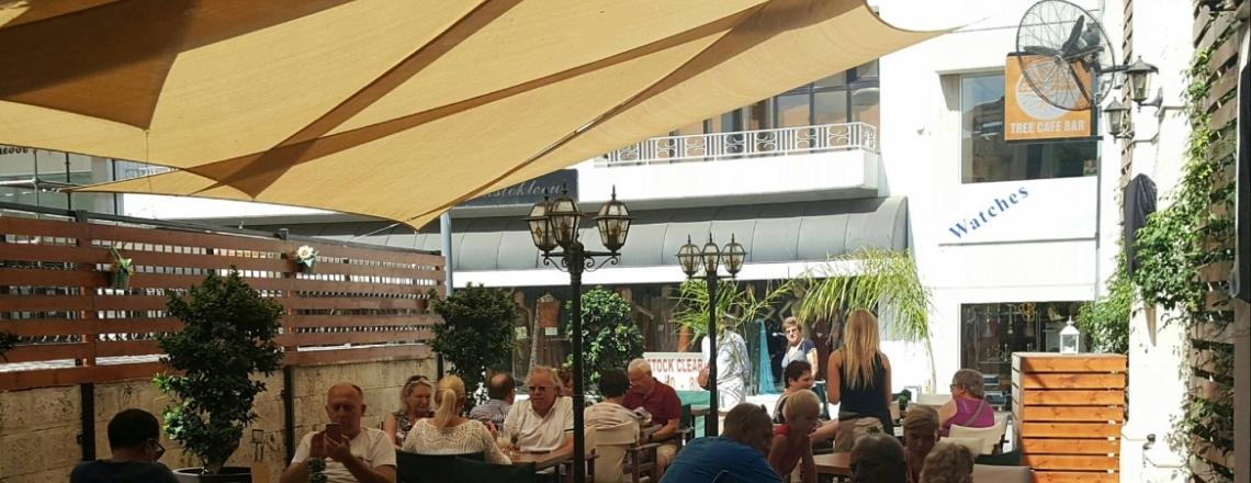 Кафе и бар Tree Cafe Bar в Лимассоле