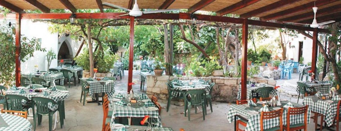 Ресторан The Bunch Of Grapes Inn в пригороде Лимассола