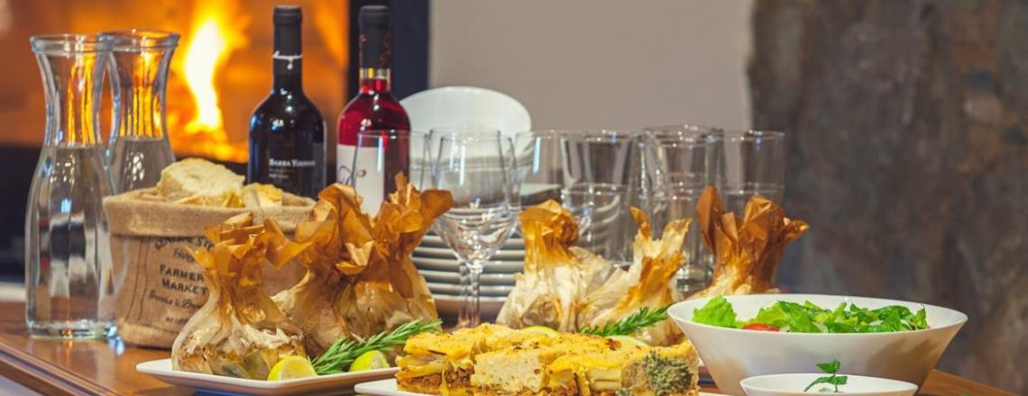 Ресторан The Tavern в отеле Lyhnos в Никосии