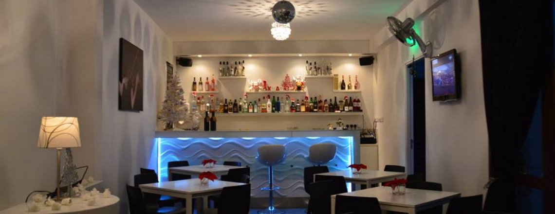 ZEAL Bar & Tearoom, кафе и бар ZEAL в Ларнаке