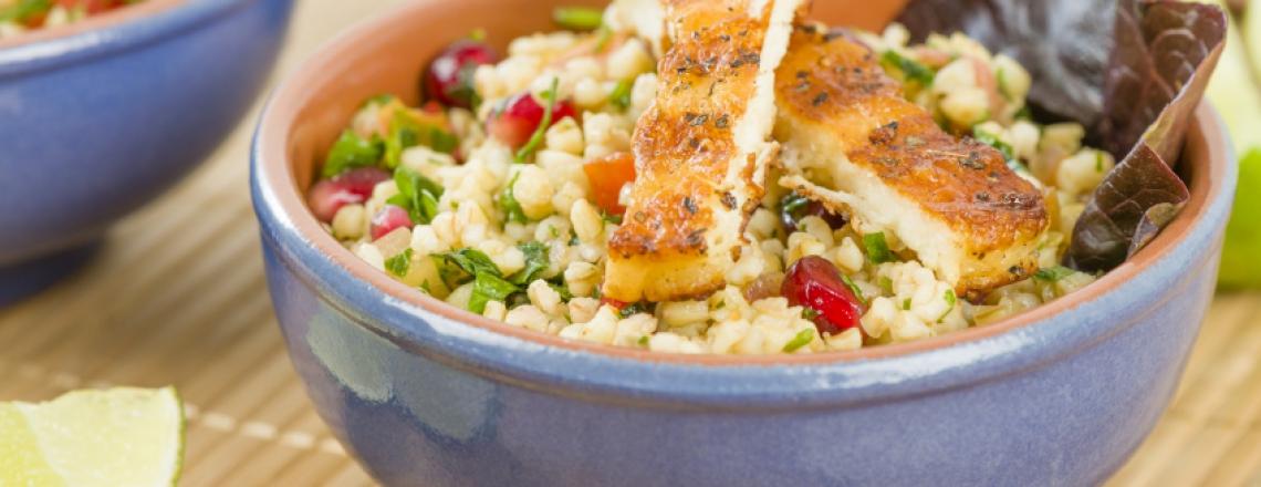 Тёплый салат с халлуми и чечевицей