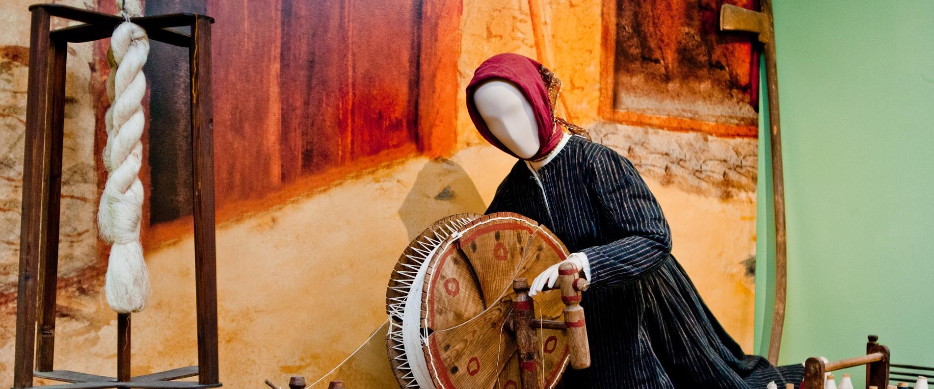 Народный костюм и ткачество